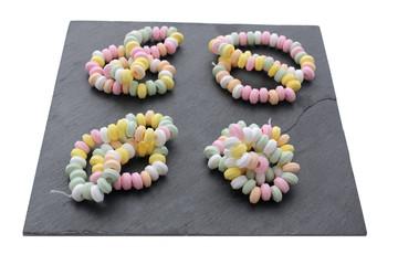 Bracelets et collier de bonbons