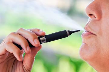 Fumatrice di sigaretta elettronica con vapore