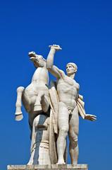 Roma Eur, Statua del Palazzo della Civiltà Italiana