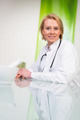 freundliche hausärztin
