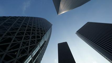 東京 西新宿高層ビル街 青空に流れる雲 (新名所コクーンタワー前)