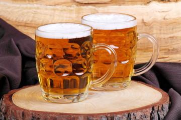 Boccali di birra bionda