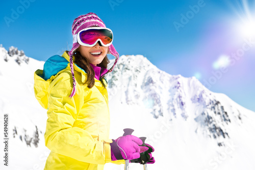 Frau im Skigebiet