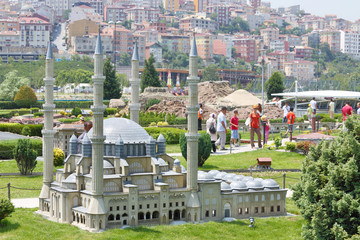Selimiye Mosque model and tourists