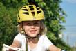 kind beim radfahren im sommer