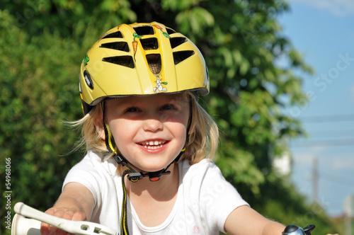 Leinwanddruck Bild kind beim radfahren im sommer