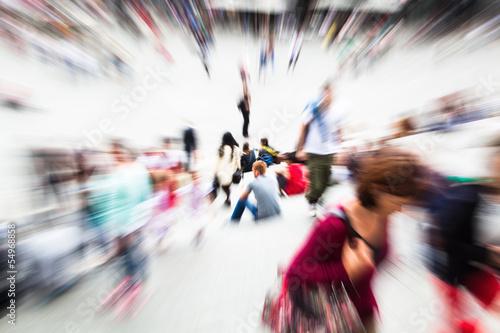 Menschenmassen mit Zoom-Effekt