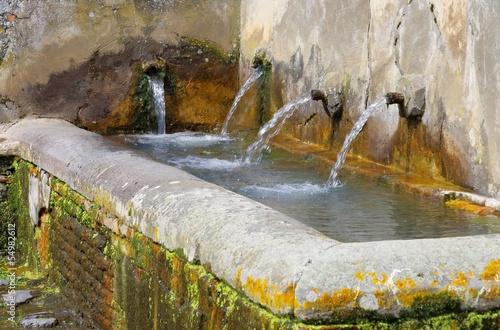 Leinwanddruck Bild Brunnen - well 01