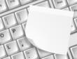 Tastatur mit Zettel weiß