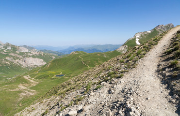 Sentier vers le sommet du petit mt-blanc