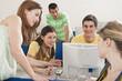 Deutschland, Emmering, Studenten mit Computer im Computerraum