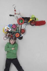 Junge mit Gadgets
