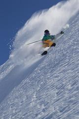 Österreich, Tirol, Pitztal, Erwachsene macht Freestyle skiing