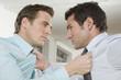 Deutschland, München, zwei Business-Männer kämpfen in Büro