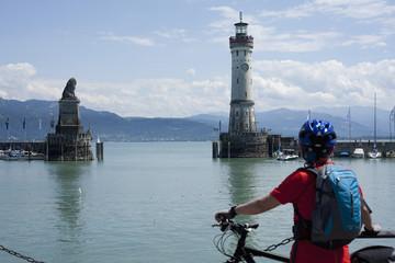 Deutschland suchen, Bayern, Lindau, Bodensee, Erwachsene im Hafen
