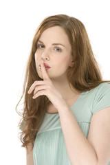 Junge Frau, Finger auf die Lippen