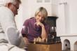 Deutschland, Kratzeburg, älteres Paar, Senioren spielen Schach