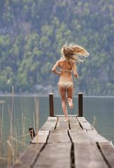 Österreich, Teenage Mädchen auf Steg