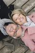 Deutschland, Kratzeburg, Älteres Paar, auf der Promenade