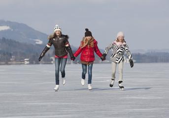 Österreich, Teenage Mädchen macht Eislaufen
