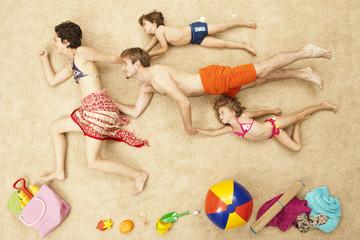 Deutschland, Strand-Szene mit Familie
