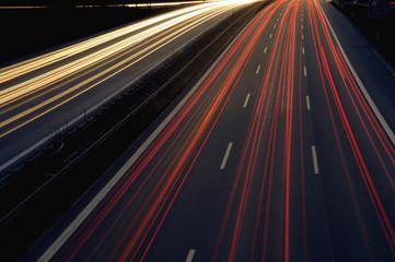 Rückleuchten Glühend auf einem Highway bei Nacht
