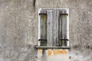 Fassade vom Wetter gezeichnet