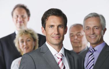 Geschäftsleute vor weißem Hintergrund