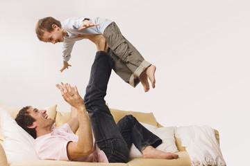 Vater und Sohn, machen Quatsch
