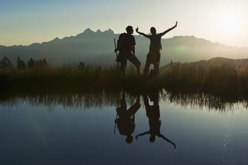 Österreich, Salzburg, Paar, Spaß am Bergsee