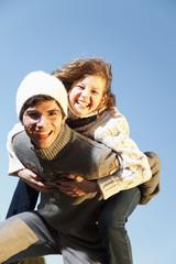 Deutschland, Bayern, Vater und Tochter, die Spaß haben, Lächeln