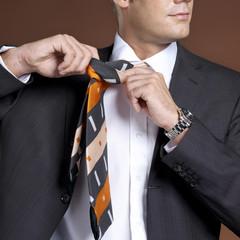 Geschäftsmann in Anzug und Krawatte