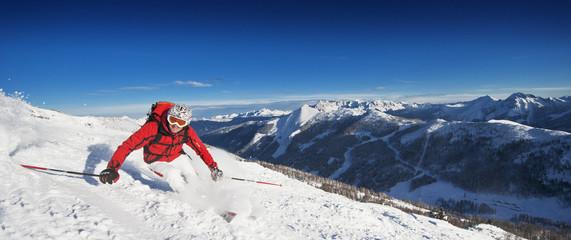 Österreich, Salzburg Land, Altenmarkt-Zauchensee, Mann Skifahren auf Skipiste im Winter