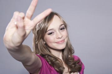 Teenage Mädchen, Friedenssymbol