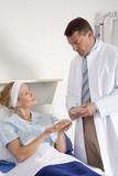Schönheitschirurg und Patientin