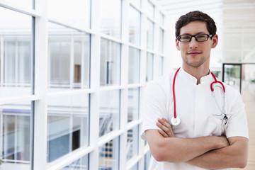 Deutschland, Bayern, Diessen am Ammersee, Junger Arzt mit Stethoskop