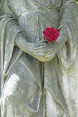 Deutschland, Hand einer Statue hält Blume