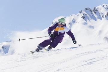 Italien, Trentino-Alto Adige, Südtirol, Bozen, Seiser Alm, Frau Skifahren