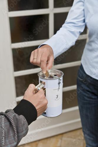 Teenager, Geldspenden an der Tür