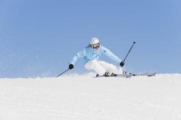 Italien, Trentino-Alto Adige, Südtirol, Bozen, Seiser Alm, Skifahren, junge Frau
