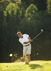 Österreich,  Golfer schwingt Schläger