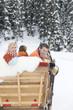 Italien, Südtirol, Seiseralm, Familie sitzt im Schlitten