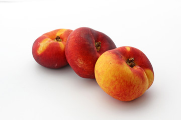 3 nectarines aplaties