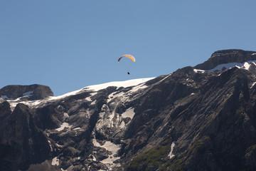 Parapente vers le glacier