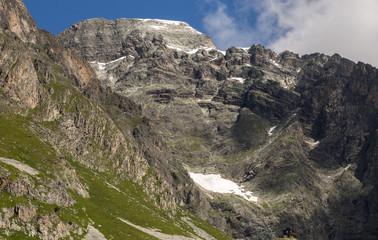 Falaises vers le sommet du Bochor