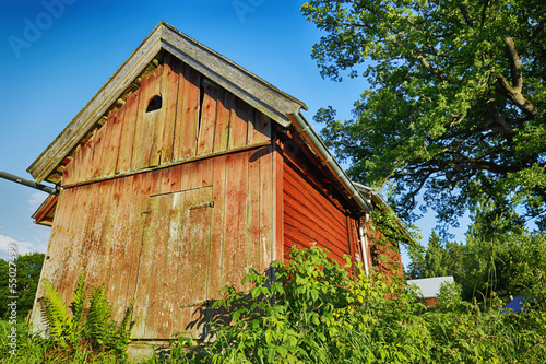 old red barn in 16th century sweden