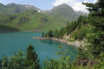 Il lago Ritom nelle alpi svizzere