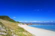 沖縄の穏やかな海と丘