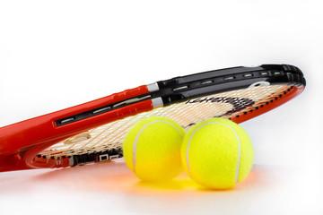 Tennisschläger mit Bällen