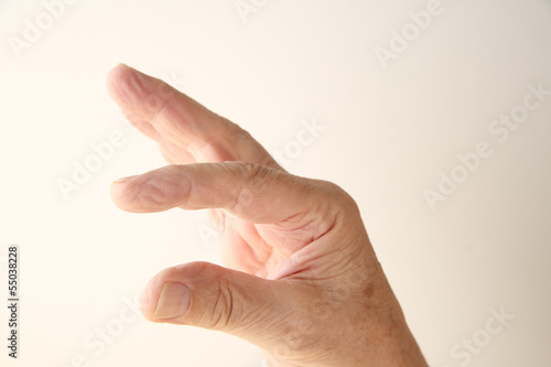 fingers show a size measurement